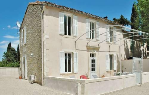 Holiday home Boulbon *XC * : Guest accommodation near Saint-Pierre-de-Mézoargues