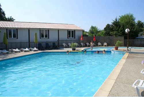 Camping International : Guest accommodation near Chauzon
