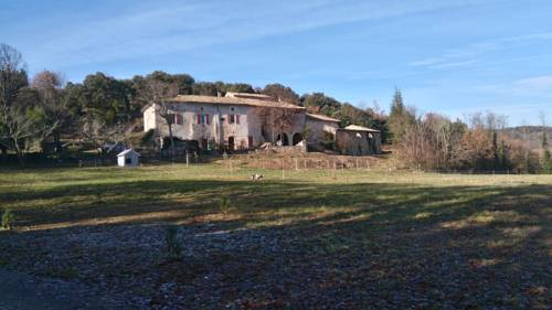Gîtes La ferme accrochée à la colline : Guest accommodation near Lagorce