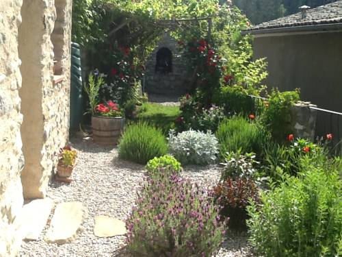 Maison Aux Lavandes : Bed and Breakfast near Authon