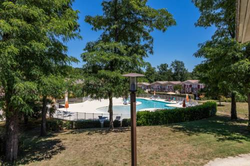 Le Domaine Du Golf D'albret Golf & Resort : Guest accommodation near Ambrus