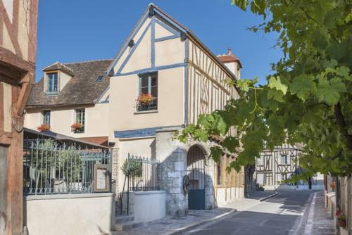 Aux Vieux Remparts : Hotel near Rouilly