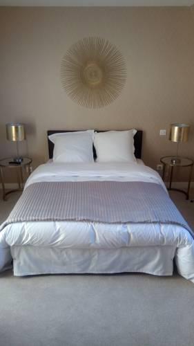 Hotel La Croix De Vernuche : Hotel near Pougues-les-Eaux
