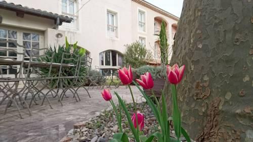 Inter-Hotel Médiéval : Hotel near Saint-Martin-sur-Lavezon