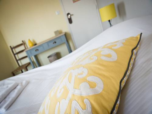 Hotel Restaurant Le Relais Fleuri : Hotel near La Neuville-Bosmont