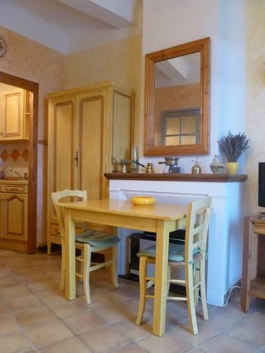 Studio dans maison de village : Apartment near Gréoux-les-Bains