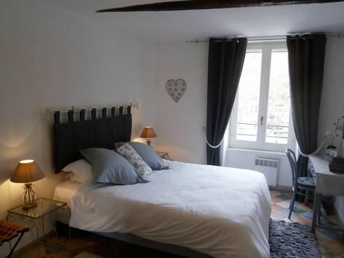 Maison de la Place : Apartment near Assignan