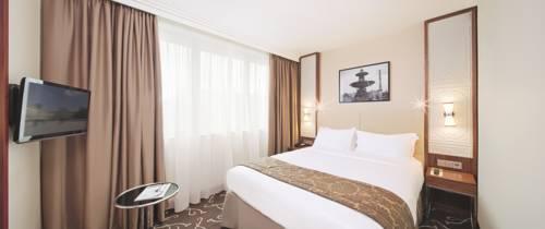 Crowne Plaza Paris - Neuilly : Hotel near Neuilly-sur-Seine