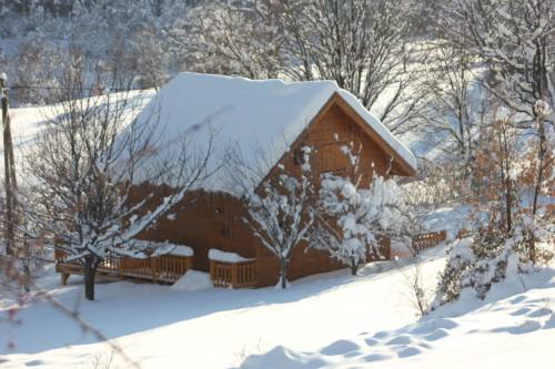 Le Chalet du Berger : Guest accommodation near Soleilhas