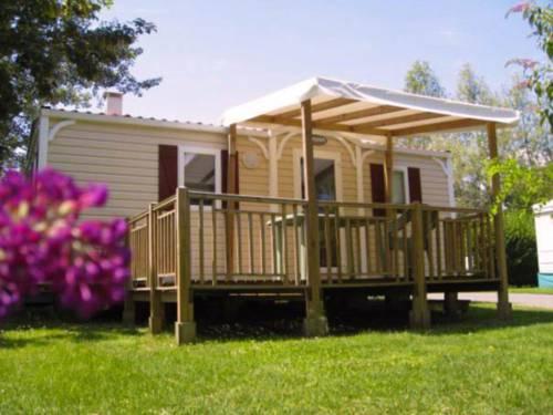 Holiday home Les Portes Du Beaujolais 4 : Guest accommodation near Saint-Bernard