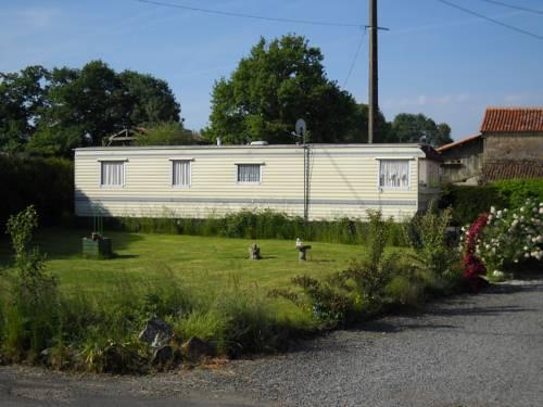 Le Vignault St Marsault : Guest accommodation near Saint-Pierre-du-Chemin
