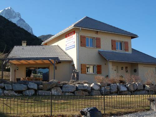 Quatre Mains : Guest accommodation near Pontis