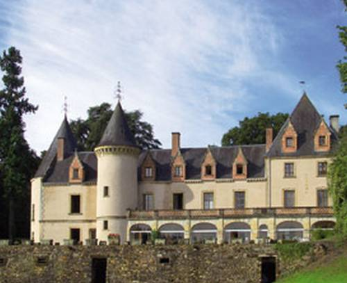 Chateau Hotel Beuvrière : Bed and Breakfast near Saint-Georges-sur-la-Prée