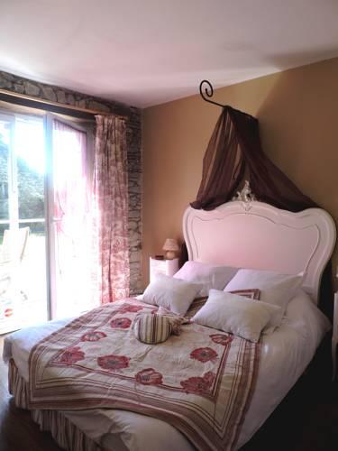 Chambres d'hôtes - Au Domaine des Camélias : Bed and Breakfast near Baud
