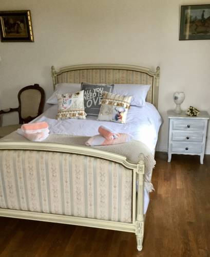 Le Gustavienne : Bed and Breakfast near Auverse