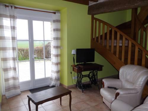 Gites De Villiers : Guest accommodation near Vennecy