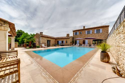 Villa with Swimming Pool and Garden in Valbonne : Guest accommodation near Valbonne