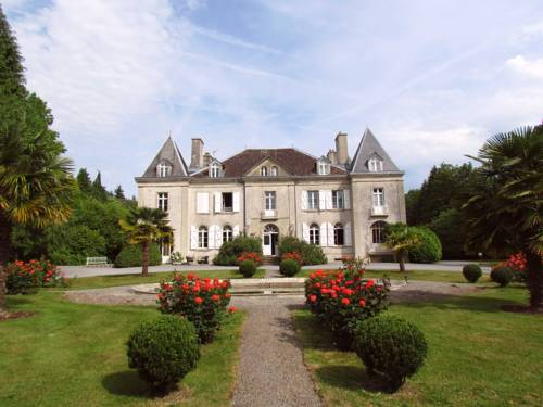 Château de Kerlarec : Bed and Breakfast near Plouray