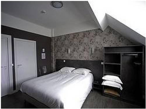 Logis Le Chêne Doré : Hotel near Condeau