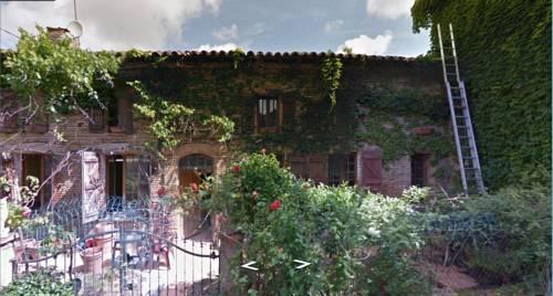 Domaine du Sartre : Guest accommodation near Bellegarde-Sainte-Marie