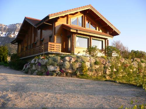 Chalet Les Aigles : Bed and Breakfast near Reignier-Esery