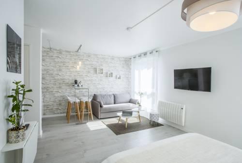 Studio Maeka : Apartment near Ferrières-en-Brie