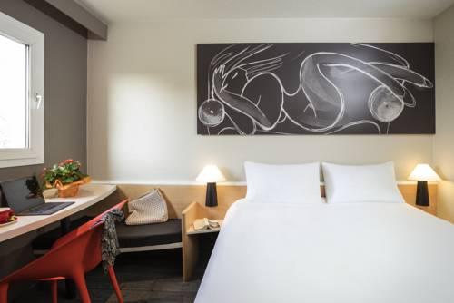 ibis Lille Roubaix Centre : Hotel near Roubaix