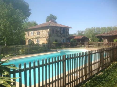 Les Tournesols : Guest accommodation near Lalanne-Arqué