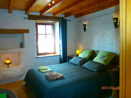 Chambre d'hotes TY BRAZ : Bed and Breakfast near Berrien