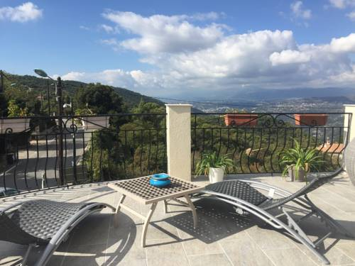 Chambre dans Maison du col d'Eze : Guest accommodation near Cantaron