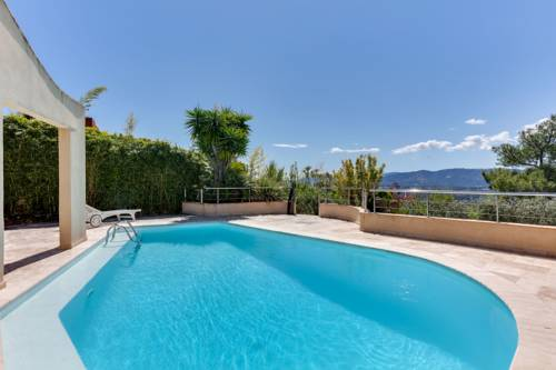 Architect-Designed Villa with Swimming Pool in the Cannes Countryside : Guest accommodation near Mouans-Sartoux