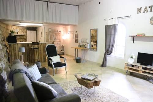 La Maison Rouge : Guest accommodation near Saint-Vallier-de-Thiey