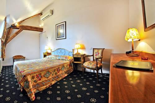 Le Grand Monarque : Hotel near La Charité-sur-Loire