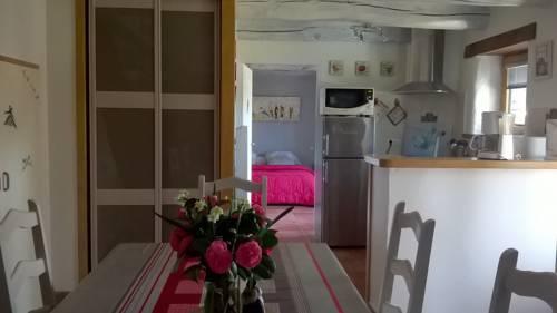 Holiday Home Penemergues : Guest accommodation near Le Cloître-Saint-Thégonnec