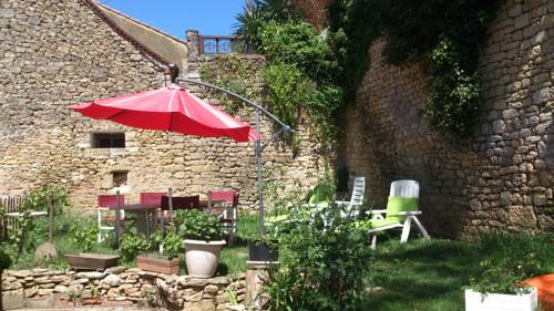 Holiday home rue du port : Guest accommodation near Alles-sur-Dordogne