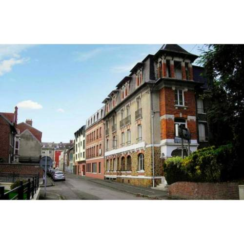 Auberge des Remparts : Hostel near Bouchavesnes-Bergen