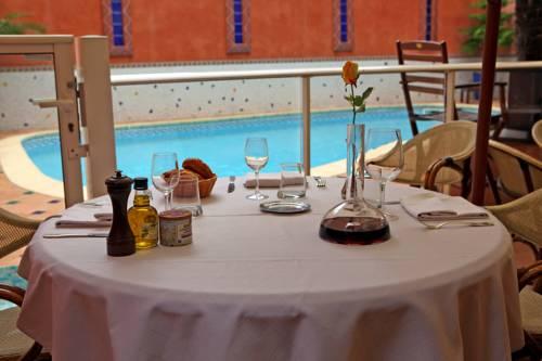 Hotel De La Paix : Hotel near Hérault