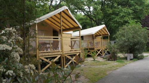 Camping Les Cent Chênes : Guest accommodation near Gattières