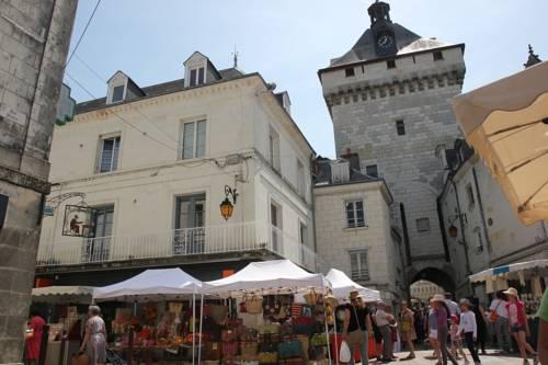 Vaste appartement hyper centre de Loches : Hotel near Indre-et-Loire