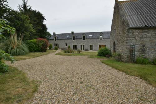 Domaine Uraveni : Bed and Breakfast near Theix