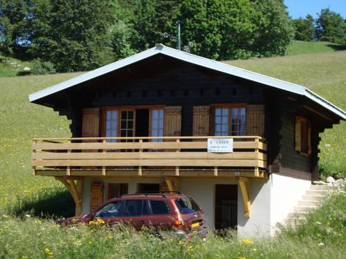 Chalet Bois Jura Lajoux : Guest accommodation near Mijoux
