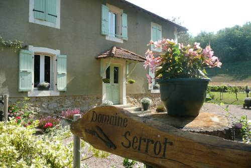 Domaine Serrot : Bed and Breakfast near Aujan-Mournède