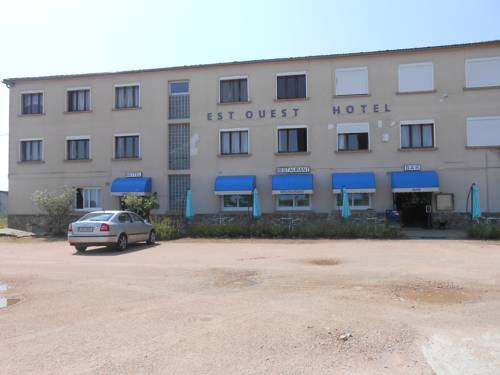 Est-Ouest : Hotel near Commentry