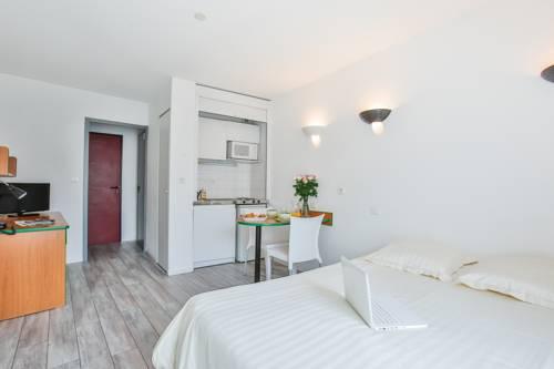 Appart Hotel Les Laureades : Guest accommodation near Clermont-Ferrand