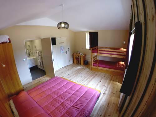 Hôtel - DéfiPlanet' : Hotel near Nieuil-l'Espoir