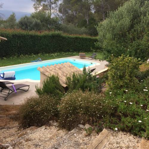 Les roches : Bed and Breakfast near Roquefort-les-Pins