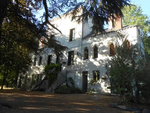 Clos du Bois Brard B&B : Bed and Breakfast near Artannes-sur-Thouet