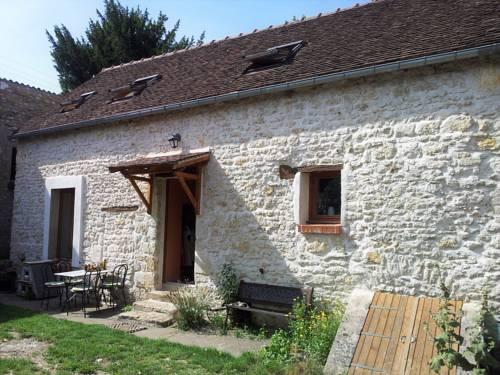 Maison en pierre à la campagne : Guest accommodation near Gironville