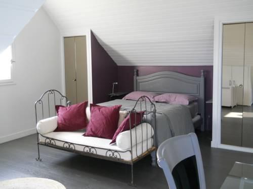 Le clos devant le jeu : Bed and Breakfast near Chalonnes-sur-Loire