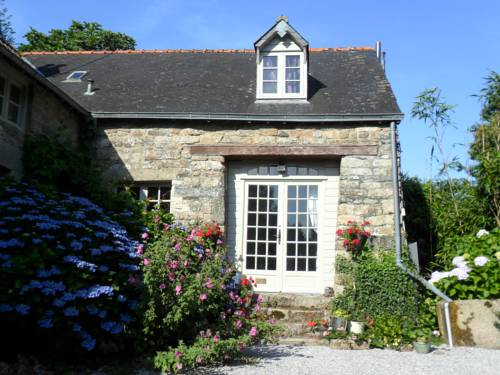 Brittany Le Bonbois & Garage : Guest accommodation near Cléguérec